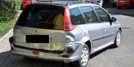 Pijany kierowca staranował 9 samochodów na parkingu! [ZDJĘCIA]