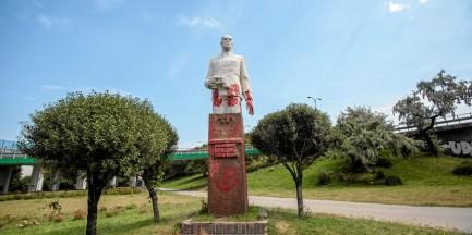 Pomalowali pomnik Berlinga czerwoną farbą. Interweniowała policja