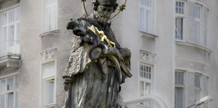 Remont pomnika z 1752 roku na pl. Trzech Krzyży