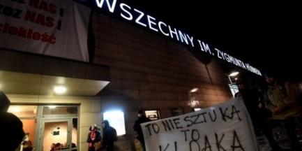 """""""Klątwa"""". Kolejny protest pod teatrem. """"Przeciwko terroryzmowi ideologicznemu"""""""