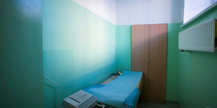 Kobieta zmarła w areszcie na Grochowie. Odwołany dyrektor jest na zwolnieniu lekarskim?
