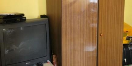 Przed policją schował się w szafie